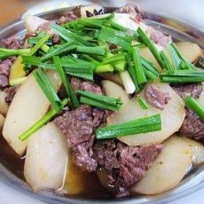 萝卜牛肉锅仔
