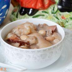 腊味花生炖猪蹄的做法
