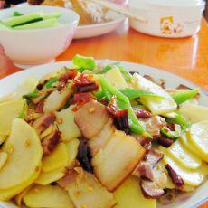 腊肉炒尖椒土豆