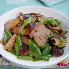 青椒香菇炒腊肉的做法