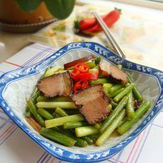 腊肉片炒蒜苔