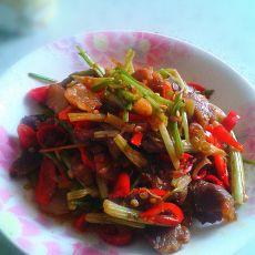 红椒芹菜炒腊肉