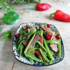 腊肉炒手撕空心菜的做法