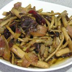 腊肉干烧茶树菇