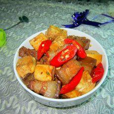 豆腐烧腊肉