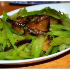 腊肉炒芹菜的做法