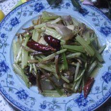 腊肉金针菜炒芹菜
