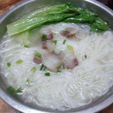 腊肉青菜米粉