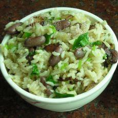 红花豆腊肉饭的做法