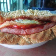 火腿三文治