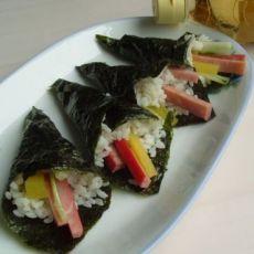紫菜卷米饭鲜蔬火腿