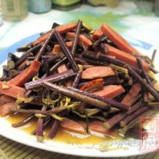 香肠炒蕨菜