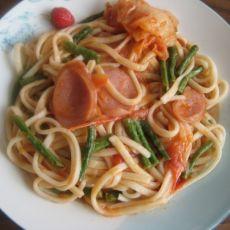 西红柿香肠炒面