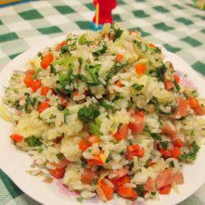 胡萝卜芹菜叶香肠炒饭的做法