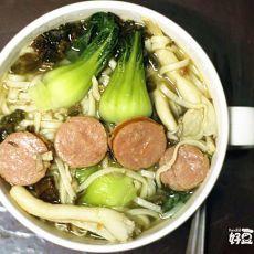 青菜姬菇香肠营养面的做法