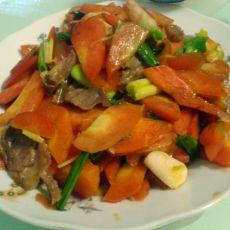 胡萝卜炒香肠