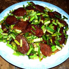 酸蒜苔炒香肠