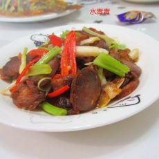 芹菜大蒜炒香肠的做法