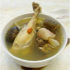 响螺肉海参鸡汤的做法