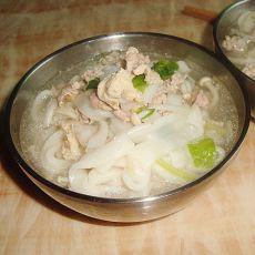鸡肉粿条汤