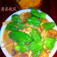 竹笋皱纹椒炖鸡肉的做法