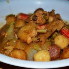 鸡翅丸子烧白菜的做法