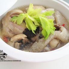 竹笋鸡腿煲的做法