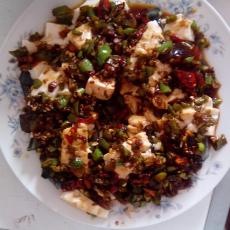 辣椒浇皮蛋豆腐