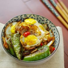 豆豉尖椒炒荷包蛋的做法