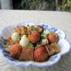 鹌鹑蛋红薯丸烧烤麸