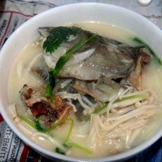 金针菇草鱼汤的做法