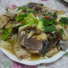 平菇烧草鱼的做法