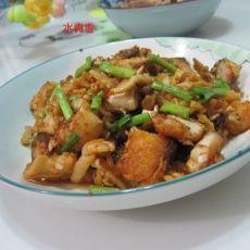 干萝卜丁煮鱼的做法