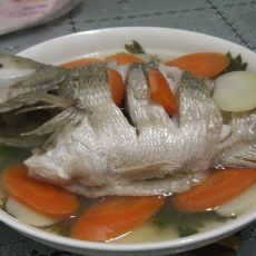 鲜蔬蒸鲈鱼
