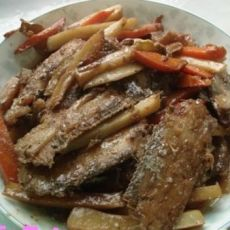 带鱼炖土豆胡萝卜