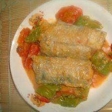 西红柿辣椒炖带鱼