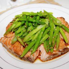 香煎三文鱼拌芦笋