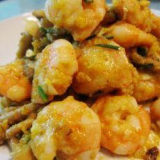 茶树菇咸蛋炒虾仁的做法