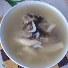 紫菜虾皮蘑菇猪骨汤的做法