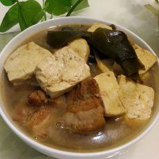五花肉炖海带扣豆腐