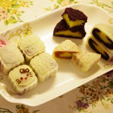南瓜奶黄咸蛋黄冰皮月饼的做法