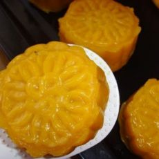 南瓜冰皮月饼