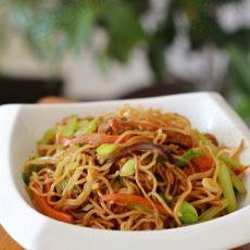 胡萝卜芹菜肉丝炒面的做法