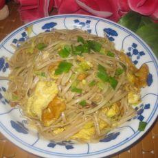 鸡蛋圆白菜炒面的做法