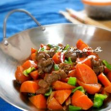 胡萝卜焖鸭的做法