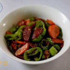 香肠胡萝卜炒辣椒――高速快手菜
