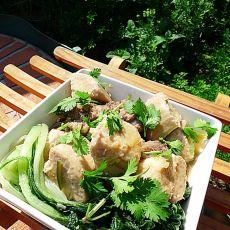 咸猪骨焖芋头白菜仔
