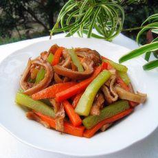 莴笋胡萝卜炒猪肚的做法