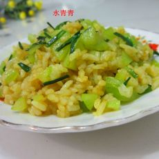 咖喱莴笋丁炒饭的做法