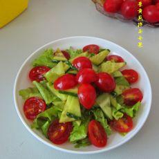 生菜黄瓜拌圣女果